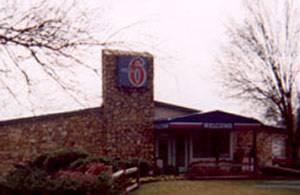 motel-6-lansing.jpg
