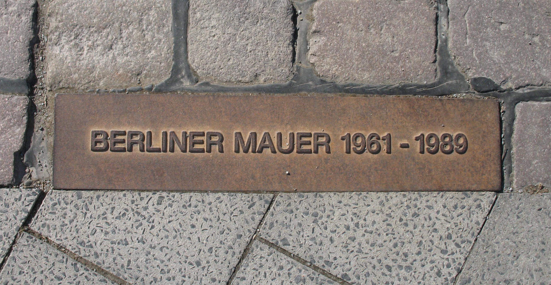 berliner_mauer_gedenkmarkierung_doris-antony-put-it-under-the-gfdl-and-cc-by-sa-30.jpg