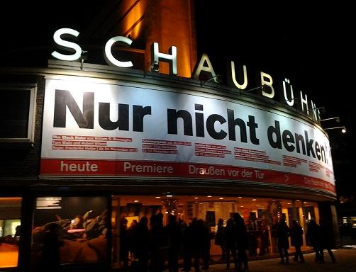 schaubuhne_drausen-vor-der-tur_febr-2013.jpg
