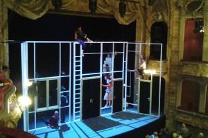 Floh im Ohr am BE. Bühnenbild: Norbert Bellen - Foto: St. B.
