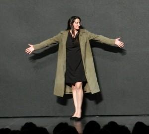 Constanze Becker (Medea) beim Applaus im Haus der Berliner Festspiele - Foto: St. B.