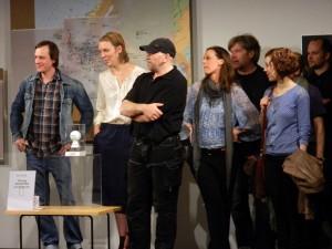 """Das Schauspielteam der """"Ratten"""" um Karin Henkel (4. v. l.) - Foto: St. B."""