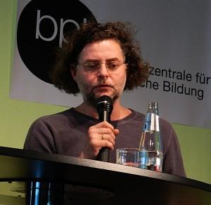 """Sebastian Hartmann bei der Konferenz """"Theater und Netz"""". Foto: St. B."""