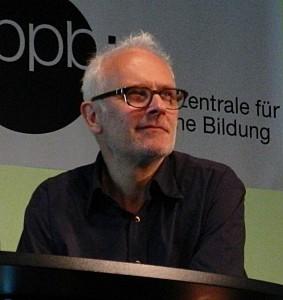 """Herbert Fritsch bei der Konferenz """"Theater und Netz. Foto: St. B."""