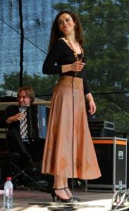Noemi Waysfeld & Blik auf der Burgterrasse.