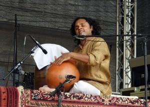 Das Ravichandra Kulur Trio auf der Burgterrasse.