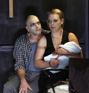 Bernd Grawert und Lina Beckmann als Ehepaar John. Foto: Klaus Lefebvre