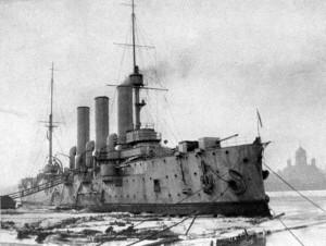 Der Panzerkreuzer Avrora 1917 in Petrograd - Qhelle: Wikipedia