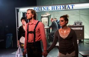 am beispiel der butter - Henriette Cejpek, Ulrich Brandhoff, Wenzel Banneyer, André Willmund, Runa Pernoda Schaefer © Rolf Arnold