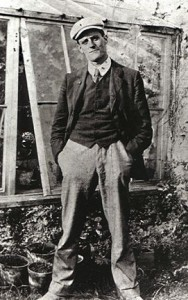James Joyce im Sommer 1904 - Foto: Constantine P. Curran (Wikipedia.de)