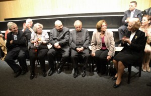 Die Zeitzeugen bei der Preisverleihung, sitzend v. l. Ari Rath, Vilma Neuwirth, Rudolf Gelbard, Marko Feingold, Lucia Heilman und Suzanne-Lucienne Rabinovici
