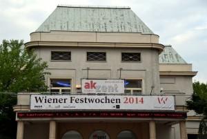 Die Neger von Jean Genet im Theater Akzent Foto: St. B.