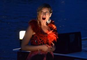 Sopranistin Kristin Schulze mit Choloraturarie zum Sonnenuntergang auf der Spree