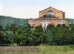 Auf dem grünen Hügel der Welt. Das Festspielhaus Bayreuth Foto: United States Library of Congress (Wikipedia)