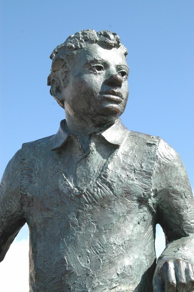 Dylan Thomas. Statue im Maritime Quarter Swansea - Foto: Wikipedia