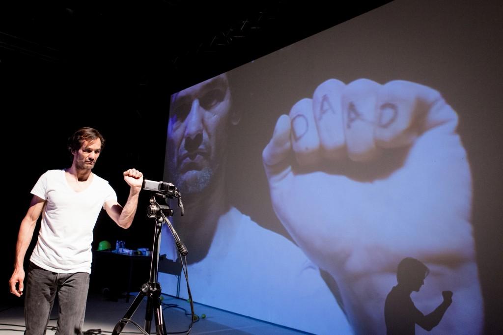 Mely Kiyaks Aufstand - Foto (C) Felix Grünschloß Bildquelle: Badisches Staatstheater Karlsruhe