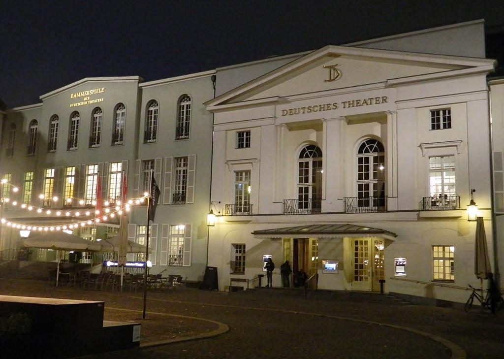 Das Deutsches Theater im grauen November. - Foto: St. B.