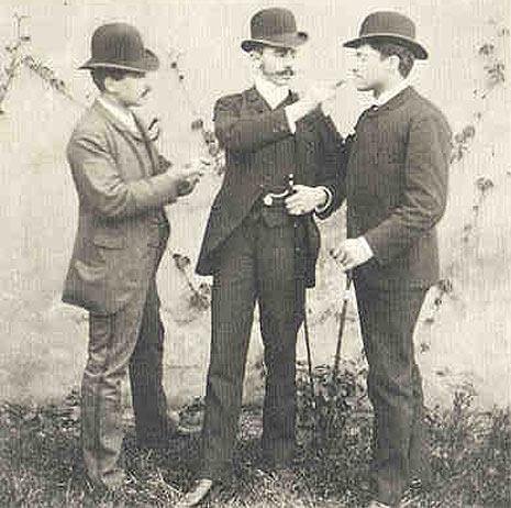 Das weite Land: Nur eine Art von Höhenrausch. Bergfreunde Arthur Schnitzler, Richard Tausenau und Louis Friedmann um 1885. Foto: Wikipedia
