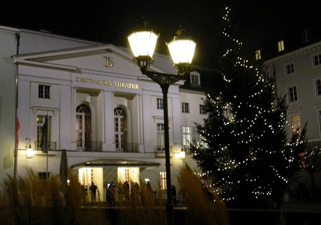 Lichter in der Finsternis - Weihnachten am Deutschen Teater Berlin - Foto: St. B.