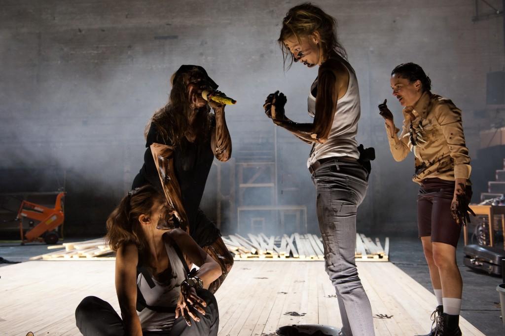 Die lächerliche Finsternis vom Burgtheater Wien - Foto (C) Reinhard Maximilian Werner