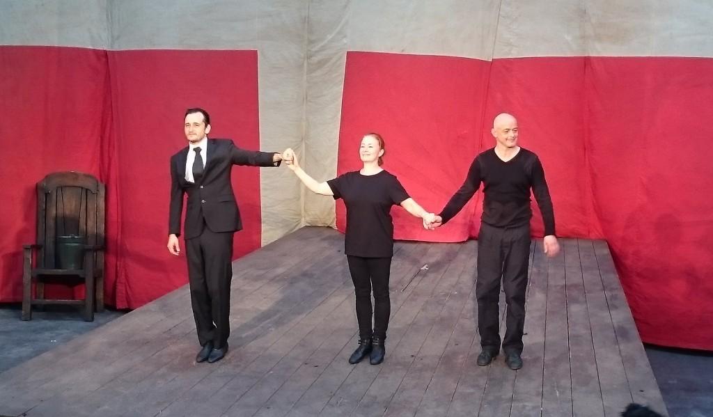 Hamlet im Monbijou Theater mit Vlad Chiriac, Lina Wendel und Matthias Horn - Foto: St. B.