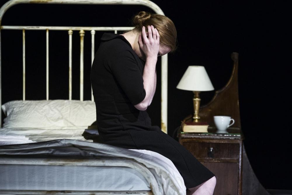 Jenny König ist Katie Mitchels Ophelia - Foto (c) Gianmarco Bresadola
