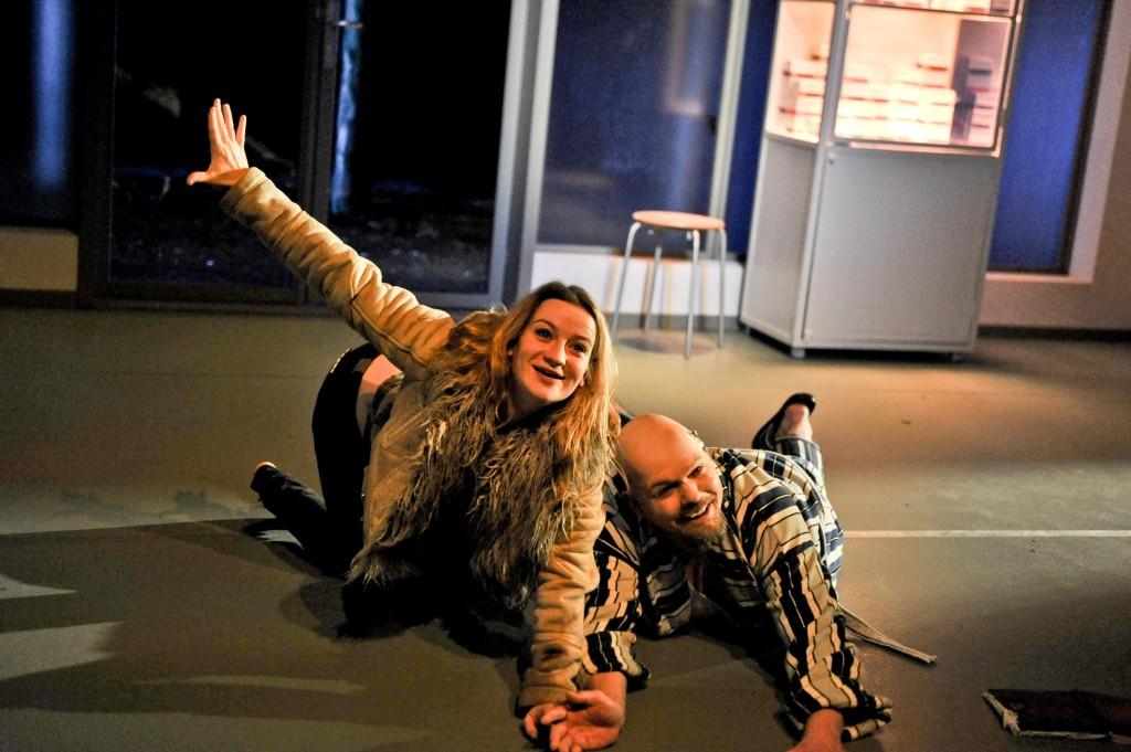 Nina Gummich (als Isa) und René Schwittay (als Mann) in Wolfgang Herrndorfs Bilder deiner großen Liebe am Hans-Otto-Theater Potsdam - Foto (C) HL Böhme