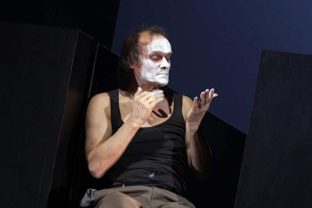 Unterwerfung am Deutschen Schauspielhaus Hamburg - Foto (c) Klaus Lefebvre