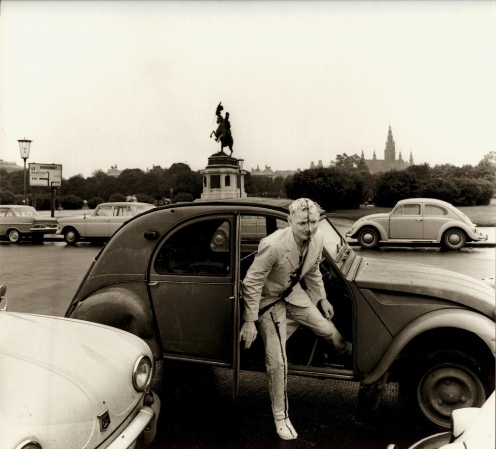 Günter Brus: Wiener Spaziergang, 5. Juli 1965 Innenstadt, 1010 Wien © BRUSEUM / Neue Galerie Graz, Universalmuseum Joanneum; Foto: Ludwig Hoffenreich