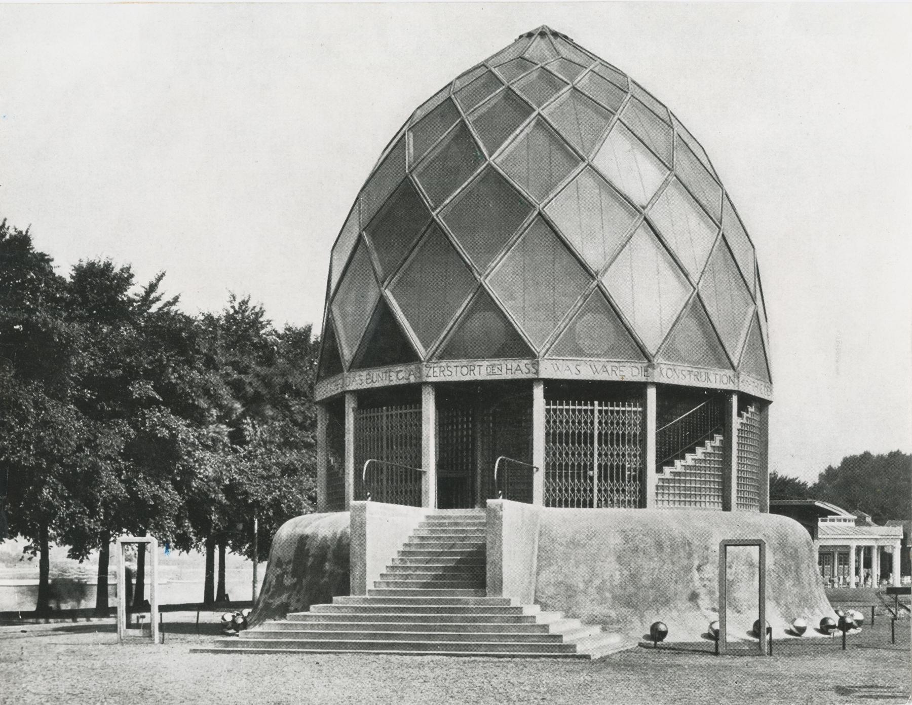 Bruno Taut, Glashaus auf der Werkbundausstellung auf Köln 1914, Ansicht von außen, Akademie der Künste, Berlin, Bruno-Taut-Sammlung, Fotograf unbekannt