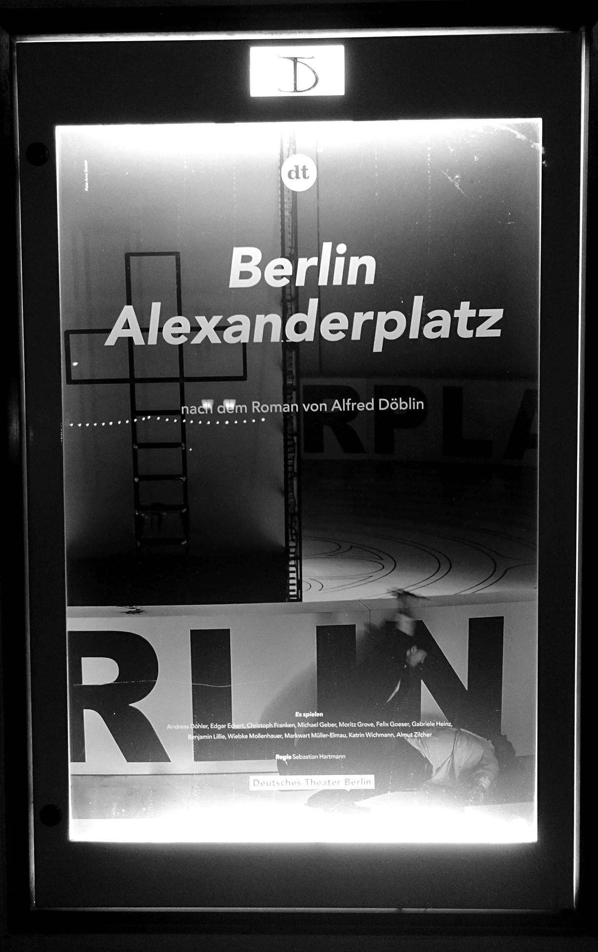 Berlin Alexanderplatz - Foto DT-Schaukasten