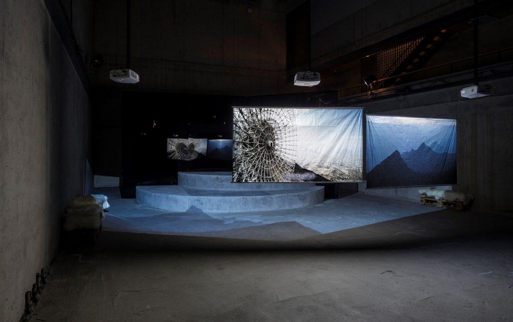 Hito Steyerl, Installationsansicht ExtraSpaceCraft - Foto © Timo Ohler
