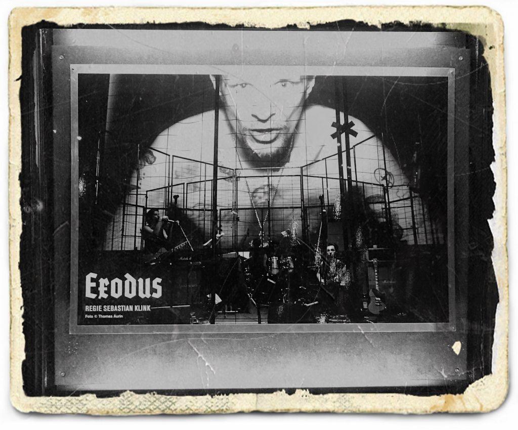 Exodus_Volksbühne_Schaukasten_antik