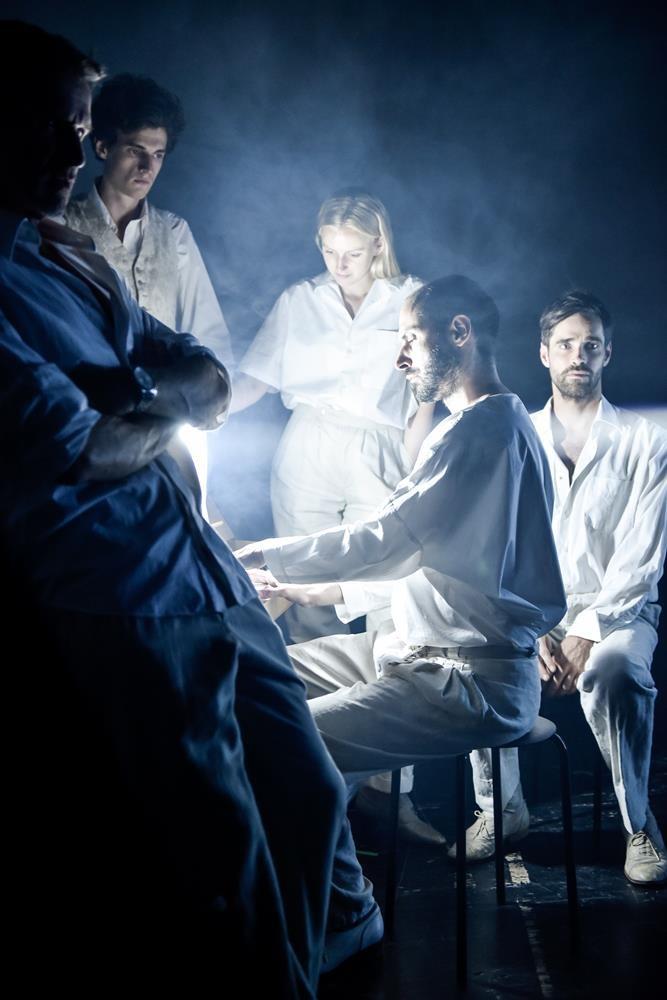 Der Mensch erscheint im Holozän am Deutschen Theater Berlin - (c) Arno Declair