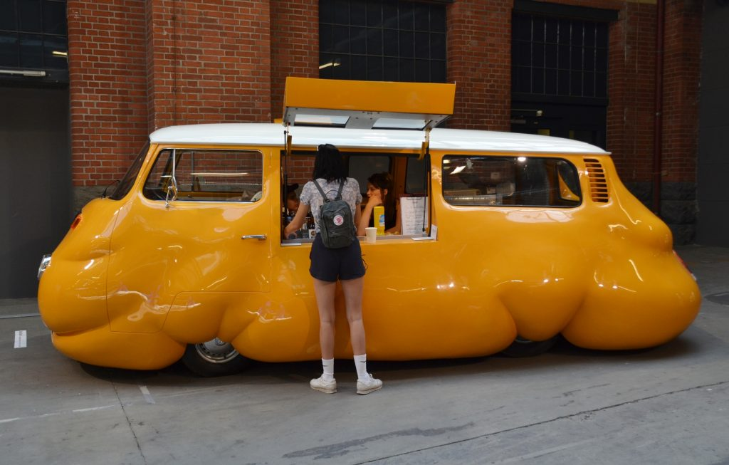 Erwin Wurm - Curry Bus - Foto: St. B.